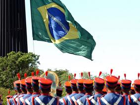 Bandeira do Brasil na Praça dos 3 Poderes