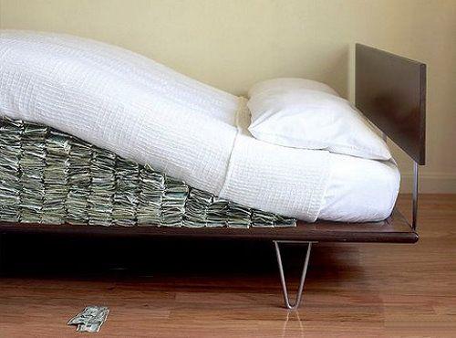 Deixar dinheiro debaixo do colchão? Fala sério!